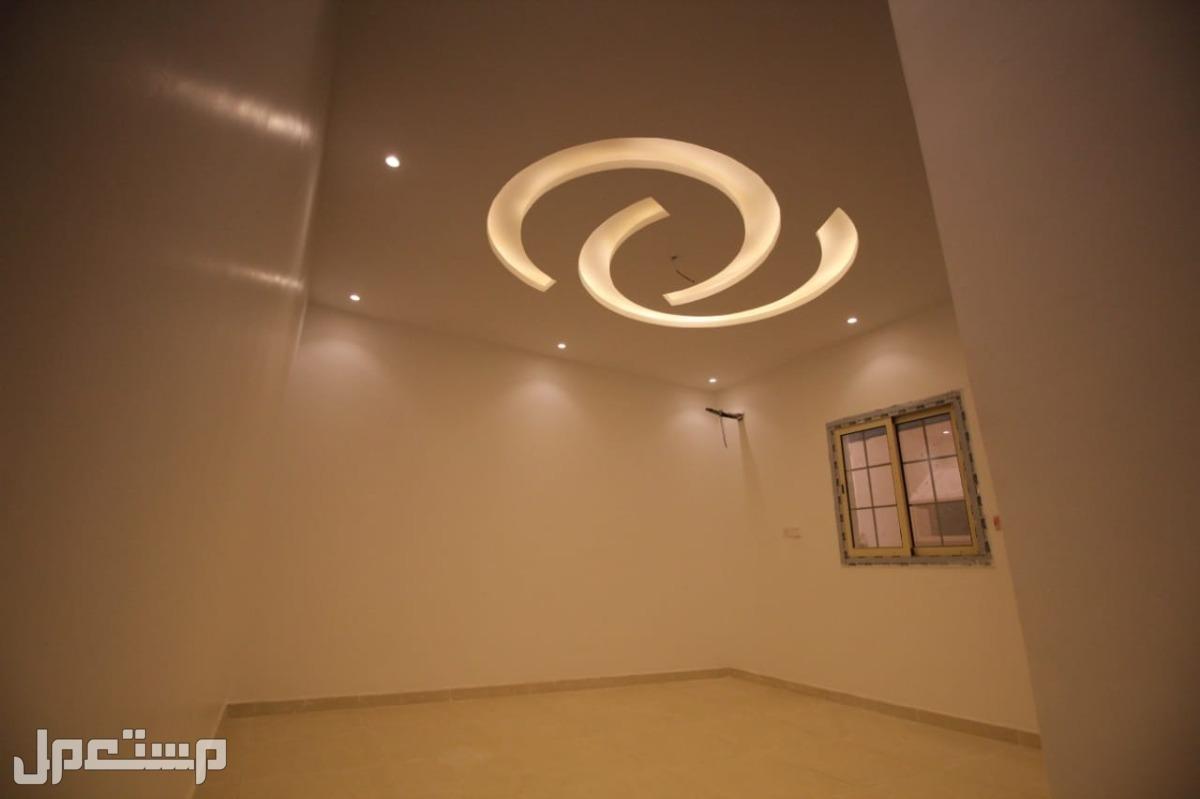 خمس غرف وفيلا روف بسطح مستقل قرب الخدمات