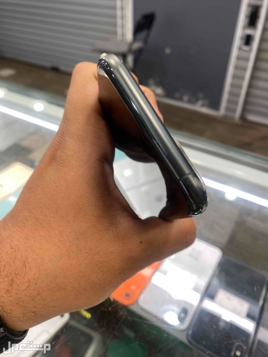 للبيع ايفون 11 برو 64 مستخدم نظيف