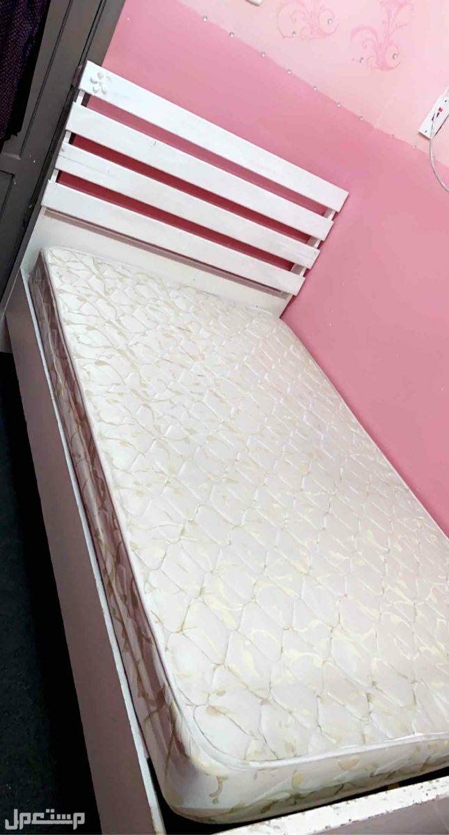سرير نفر ونص مع مرتبه للبيع