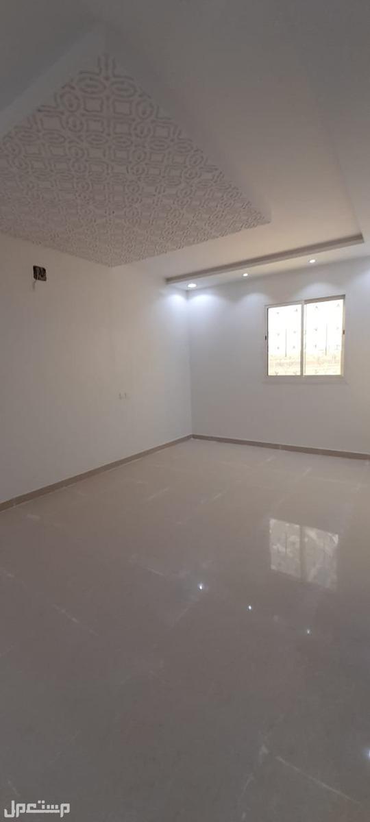 للبيع فيلا مستقلة درج صالة المساحة 261م في حي طيبة السعر 830 الف