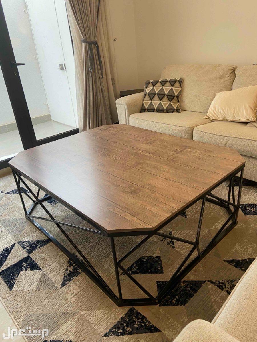 طاولة صالة كبيرة خشب وحديد اسود