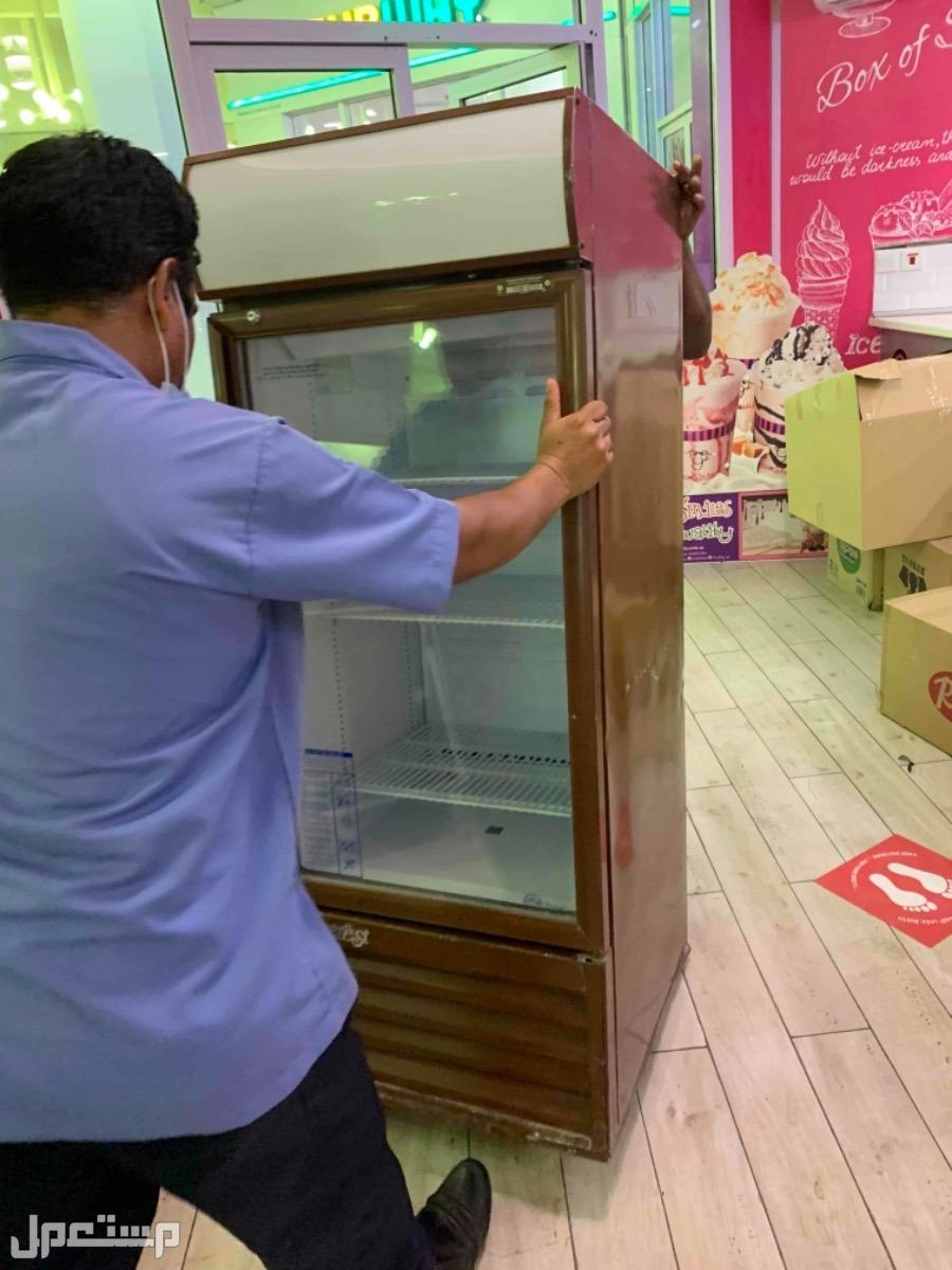 ثلاجات وادوات محل كوفي وايس كريم نظيفه جدا للبيع ثلاجه عرض تبريد