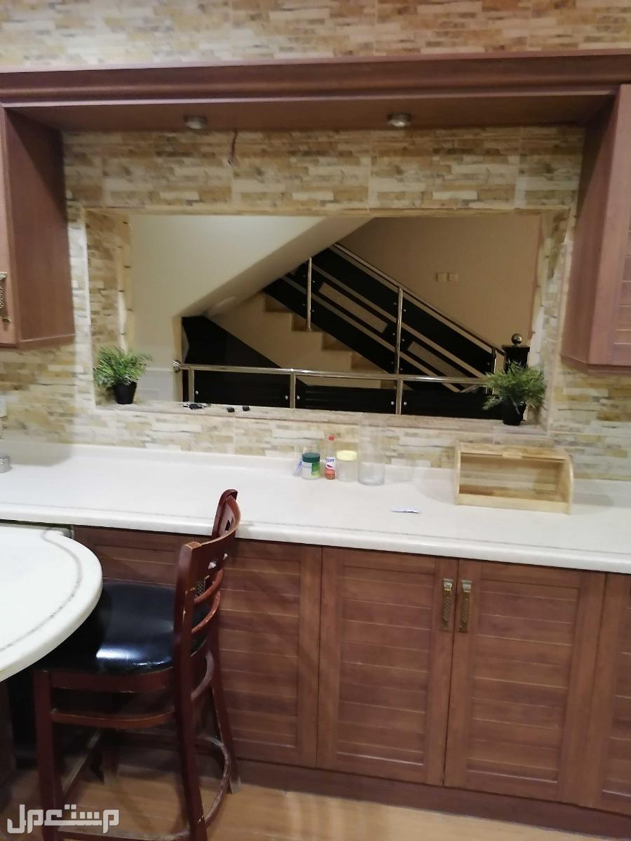 مطبخ مستعمل للبيع مع فرنه وملحقاته