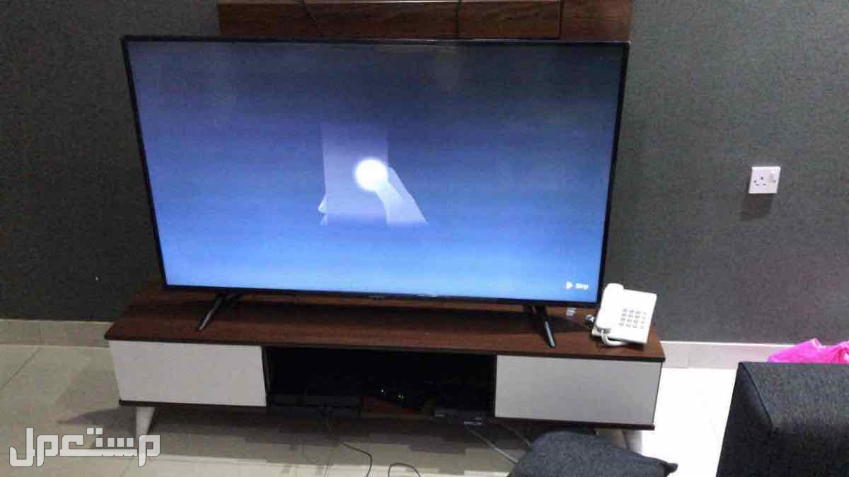 طاولة تلفزيون ب300 شامل التركيب والتوصيل