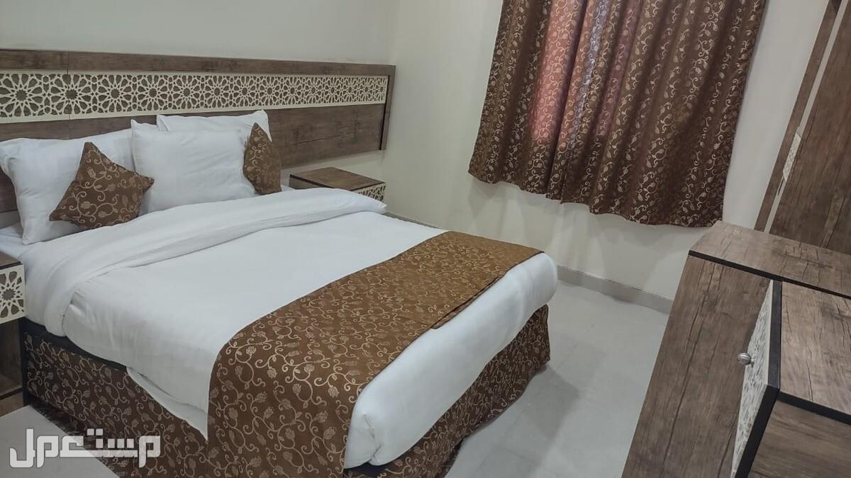 غرف فندقية جديدة قريبه من الحرم عزاب وعوائل للإيجار الشهري بسعر وخاص ومميز