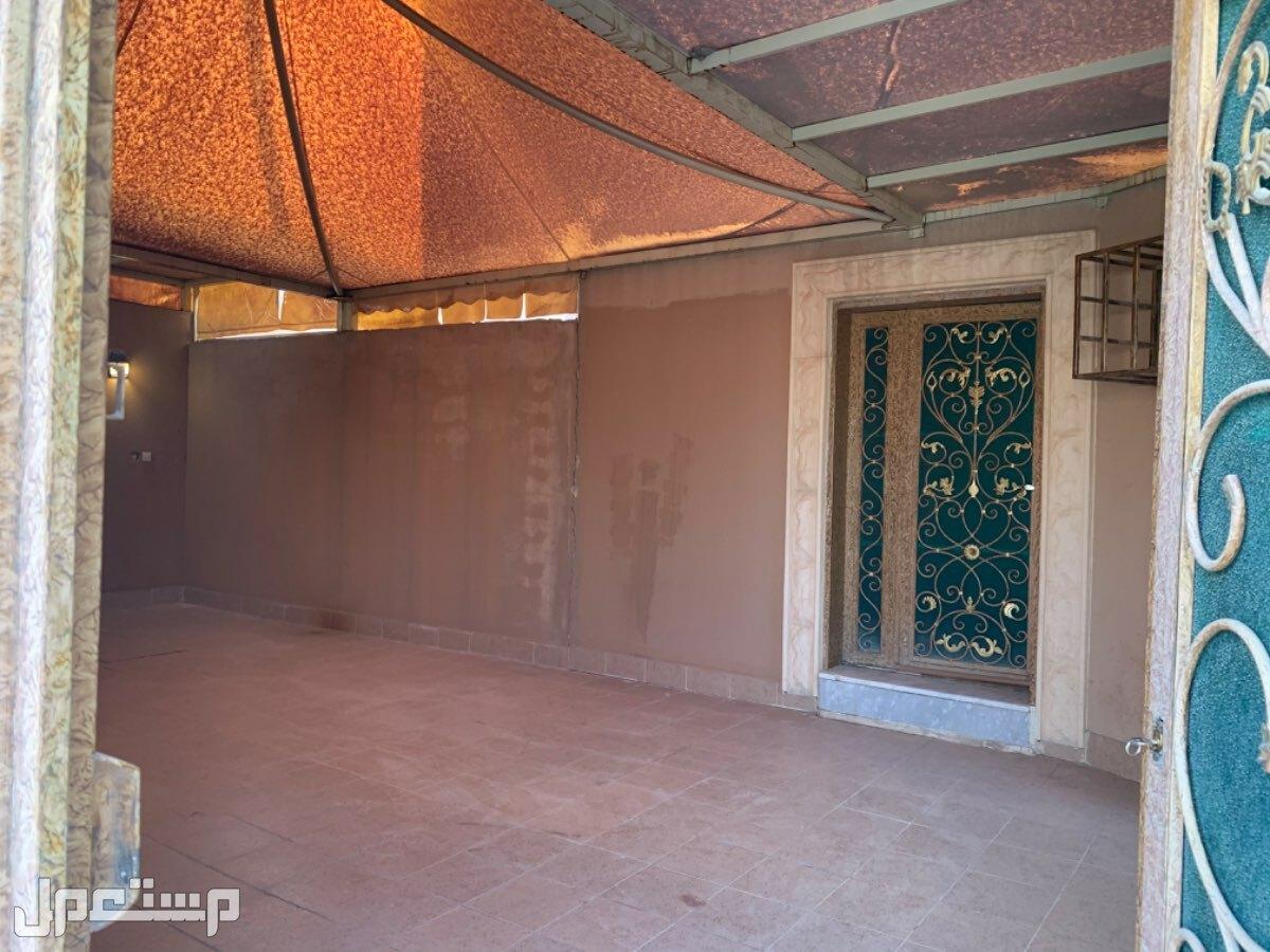فيلا للبيع بحي الشهداء 243م