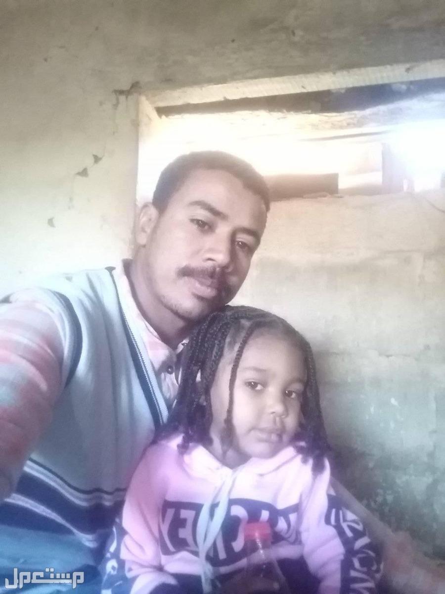 عامل أو كاشير موجود في السودان