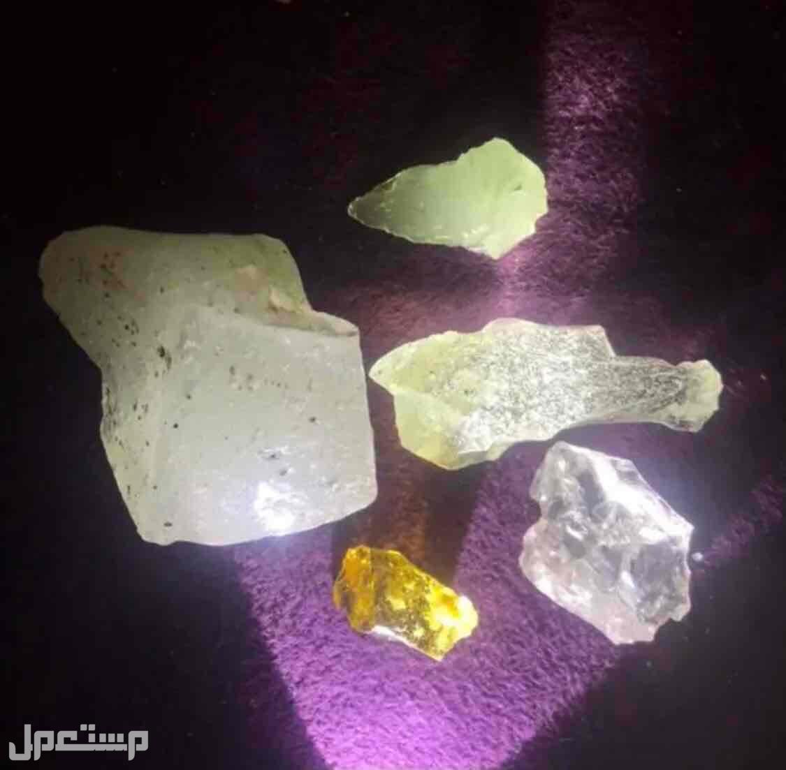 أحجار كريمة نادره ومتنوعه