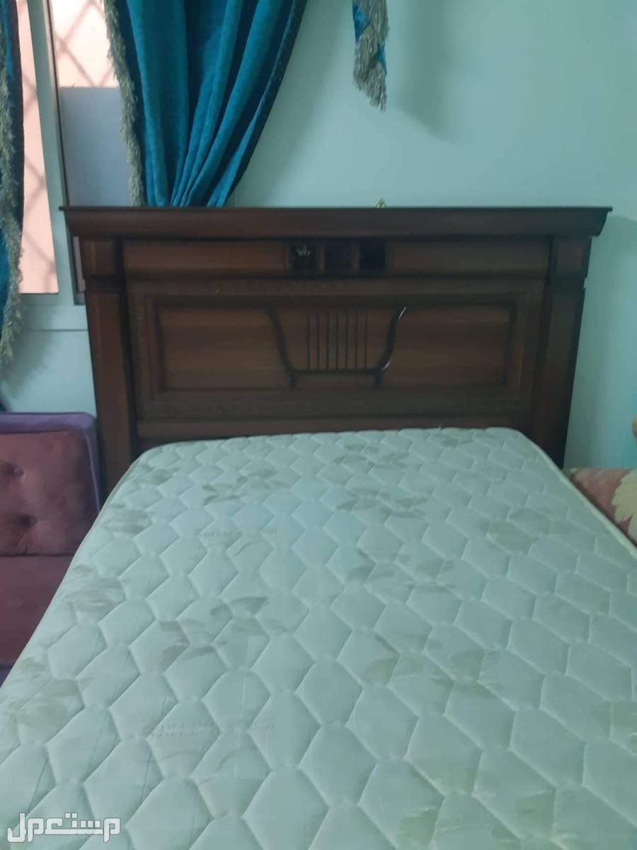 سرير جيد جدآ للبيع
