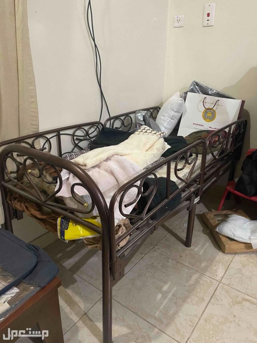 سرير اطفال استعمال نظيف لوجه الله