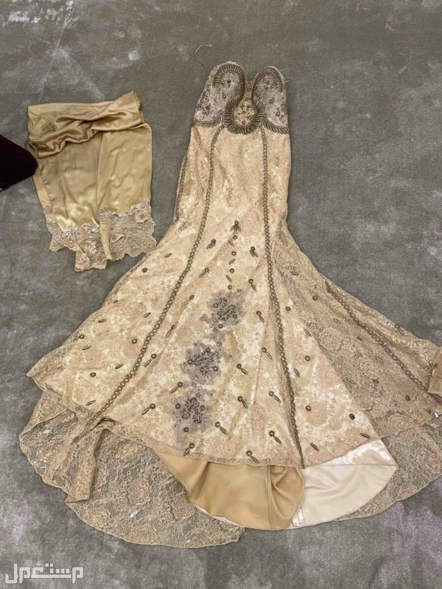 فستان سهرة جميل ويحلي الجسم