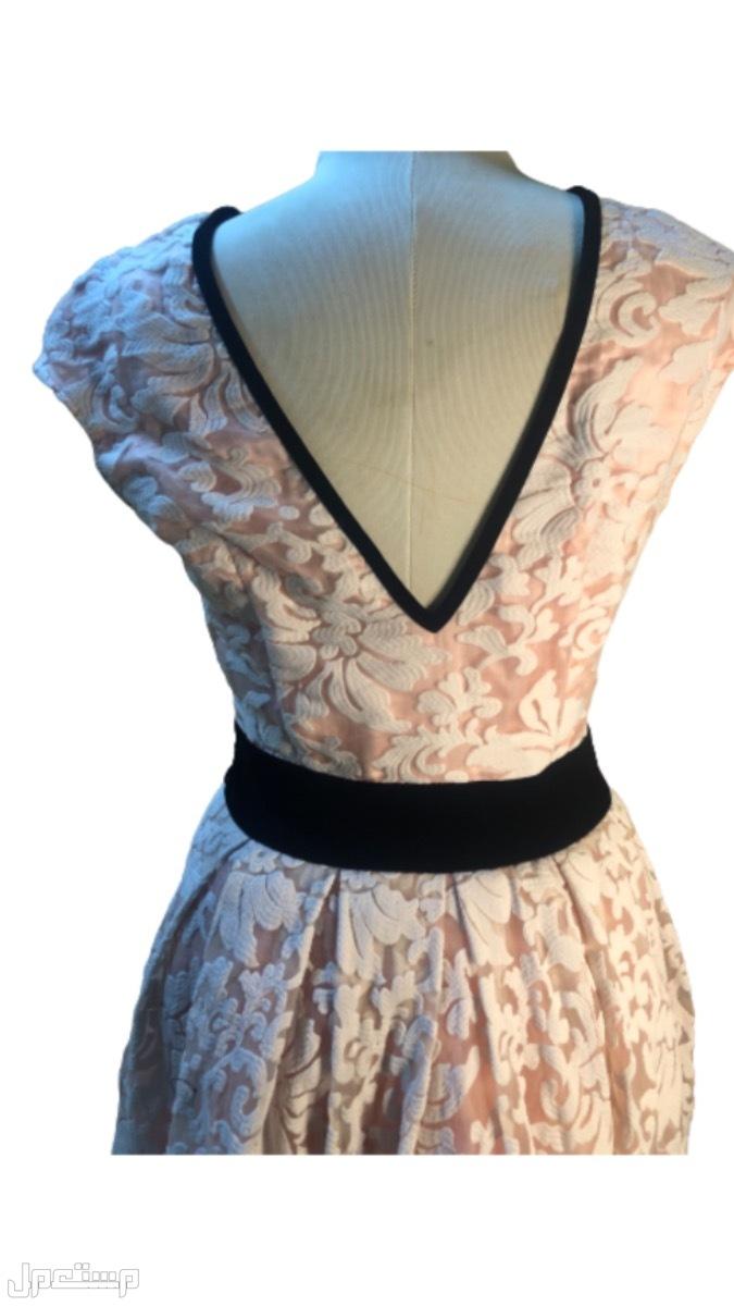 فستان بتصميم مصممه