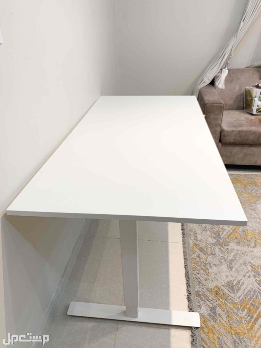 طاولة بيضاء من ايكيا متعدده الاستخدام