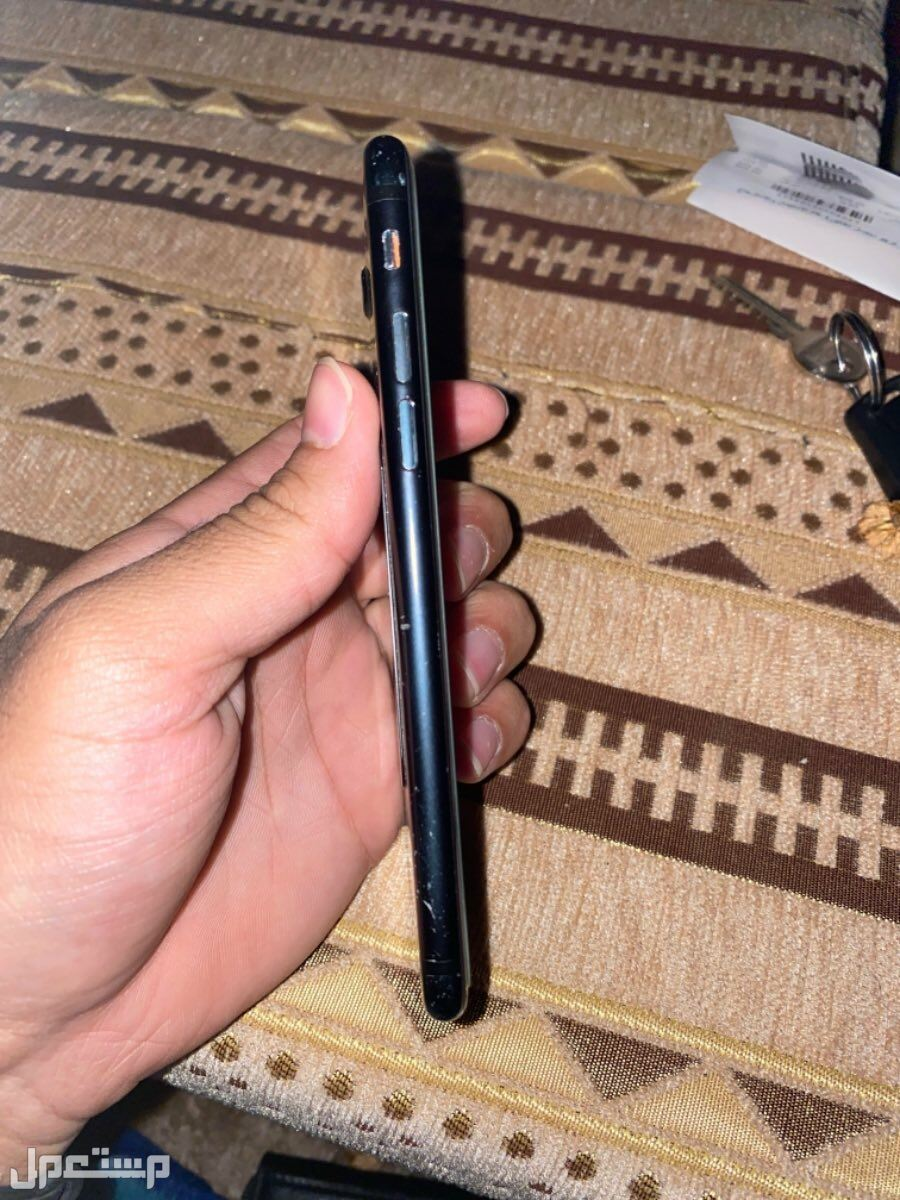 آيفون 7 ---128GB جديد الجهاز لا يخلوا من الخدوش البسيطه في الجوانب ، لاني شاريه اول مانزل
