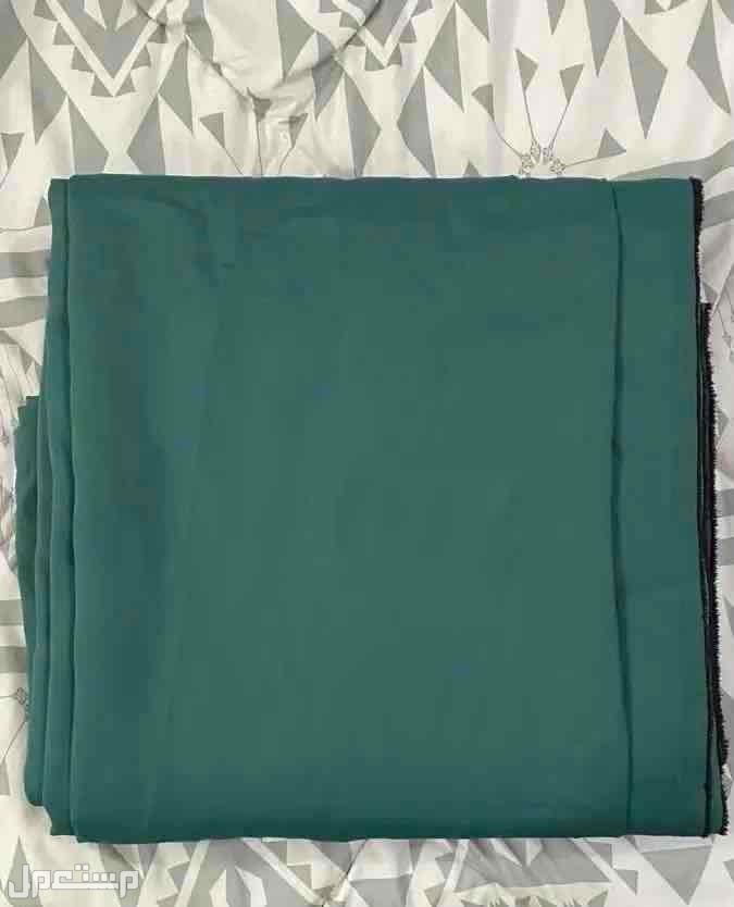 خلفية قماش اللون الأخضر القاتم أو الغامق