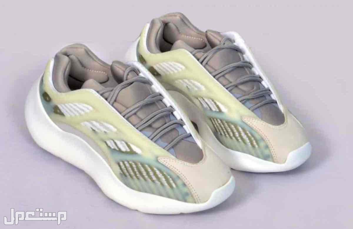 حذاء رياضي ييزي 350 و ييزي800