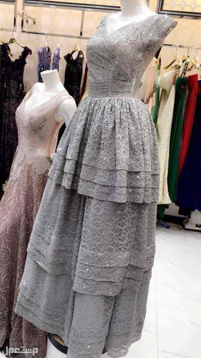 فستان فخم ونظيف وجديد هذا الفستان 300 ريال