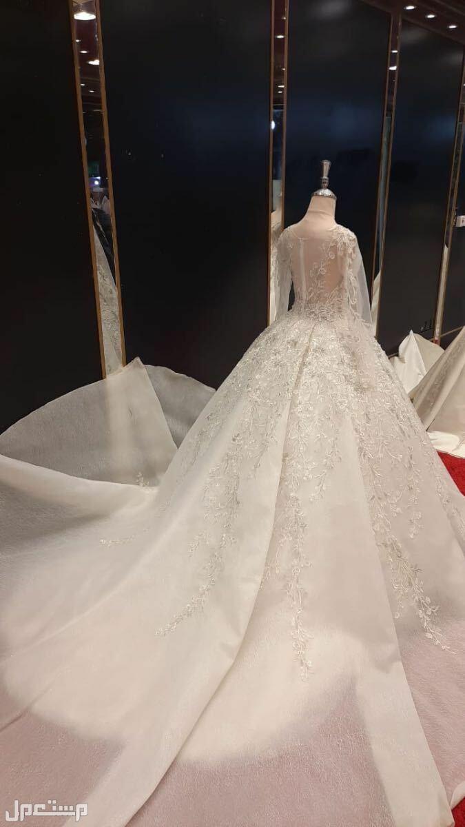 فستان زواج جديد وفستان ملكة ظهره خيوط