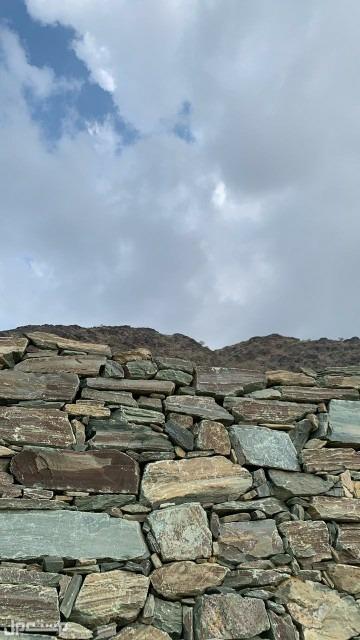 معلم حجر صخري     بناء حجر