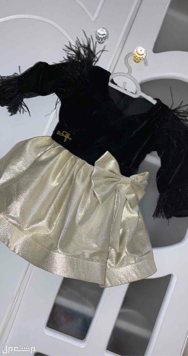 فستان مخمل اسود مع ذهبي