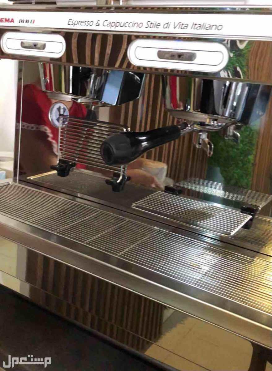 مكينة قهوة شبه جديده استخدام نظيف جدا