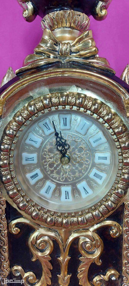 ساعة كبيرة وفاخرة على الطراز الفكتوري اضافة جميلة لصالون او متحف