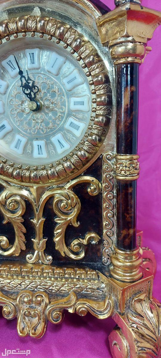 ساعة كبيرة وفاخرة على الطراز الفكتوري