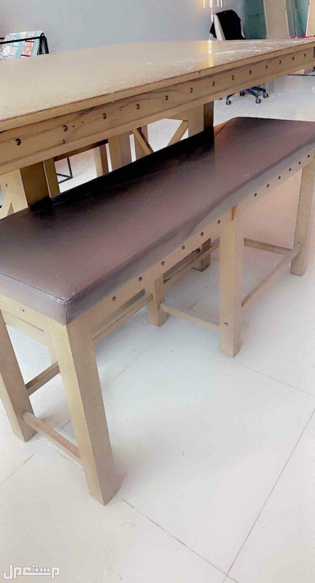 طاولة تنفع طعام او ورشة عمل للبيع بسبب النقل لمكان اصغر