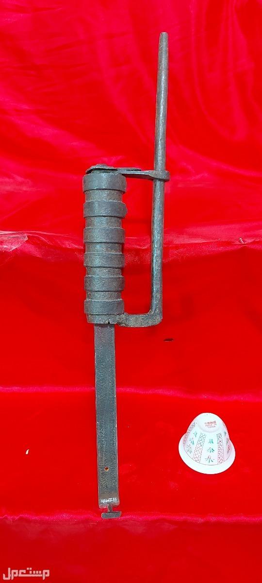 قفل حديد تراثي قديم جدا باقي مجيم مثل ما ذكرت بنص الاعلان