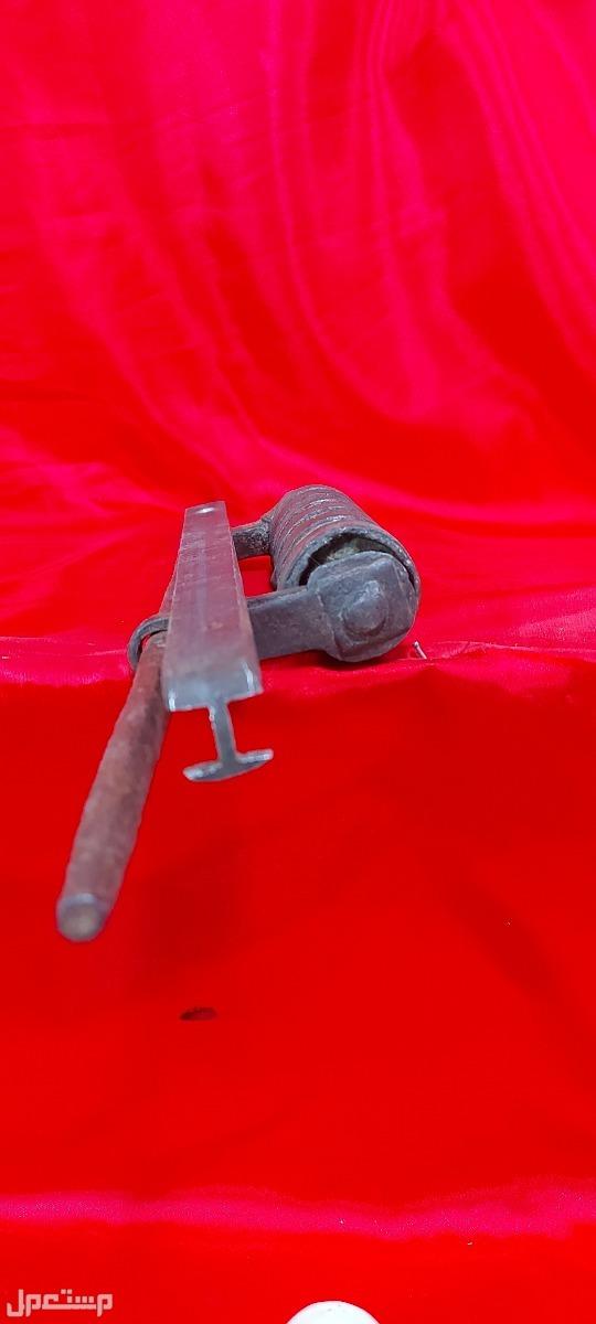 قفل حديد تراثي قديم جدا وبسعر خرافي فقط 270ريال