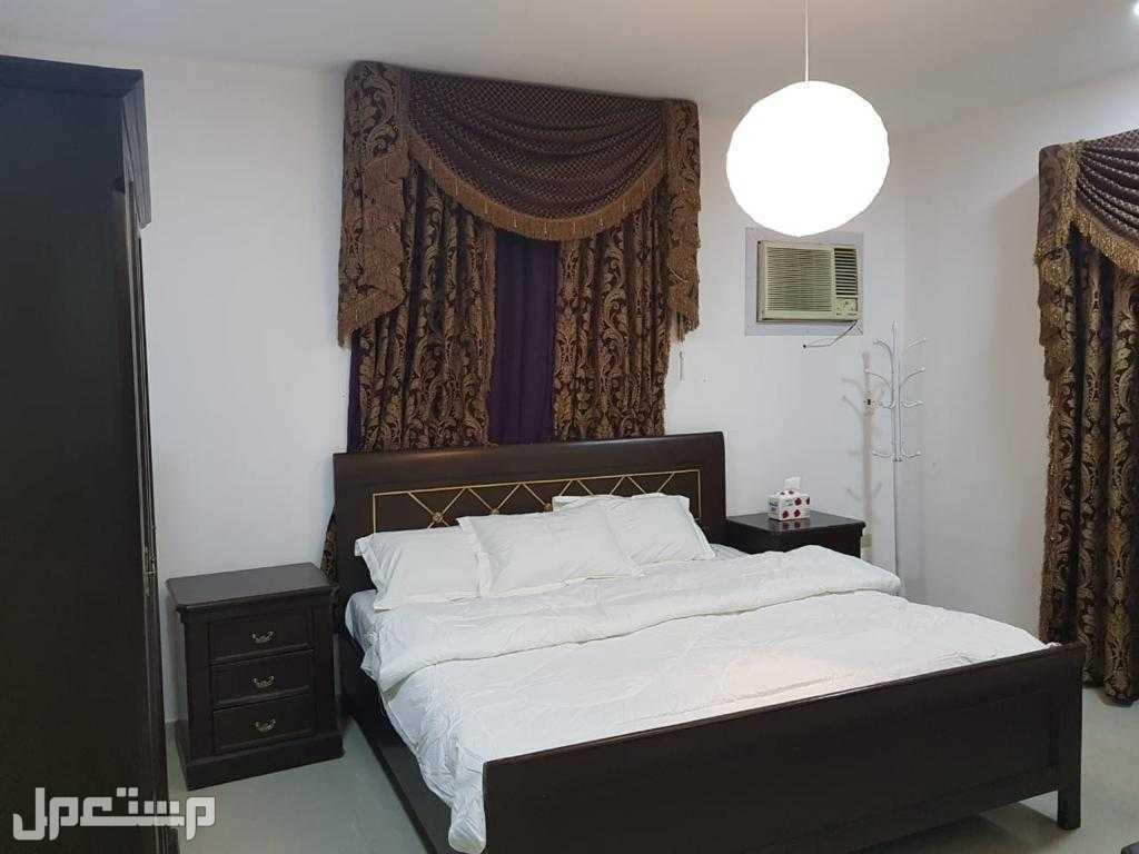 4 غرف نوم مزدوجه وفردي و 4 طقم كنب ماليزي