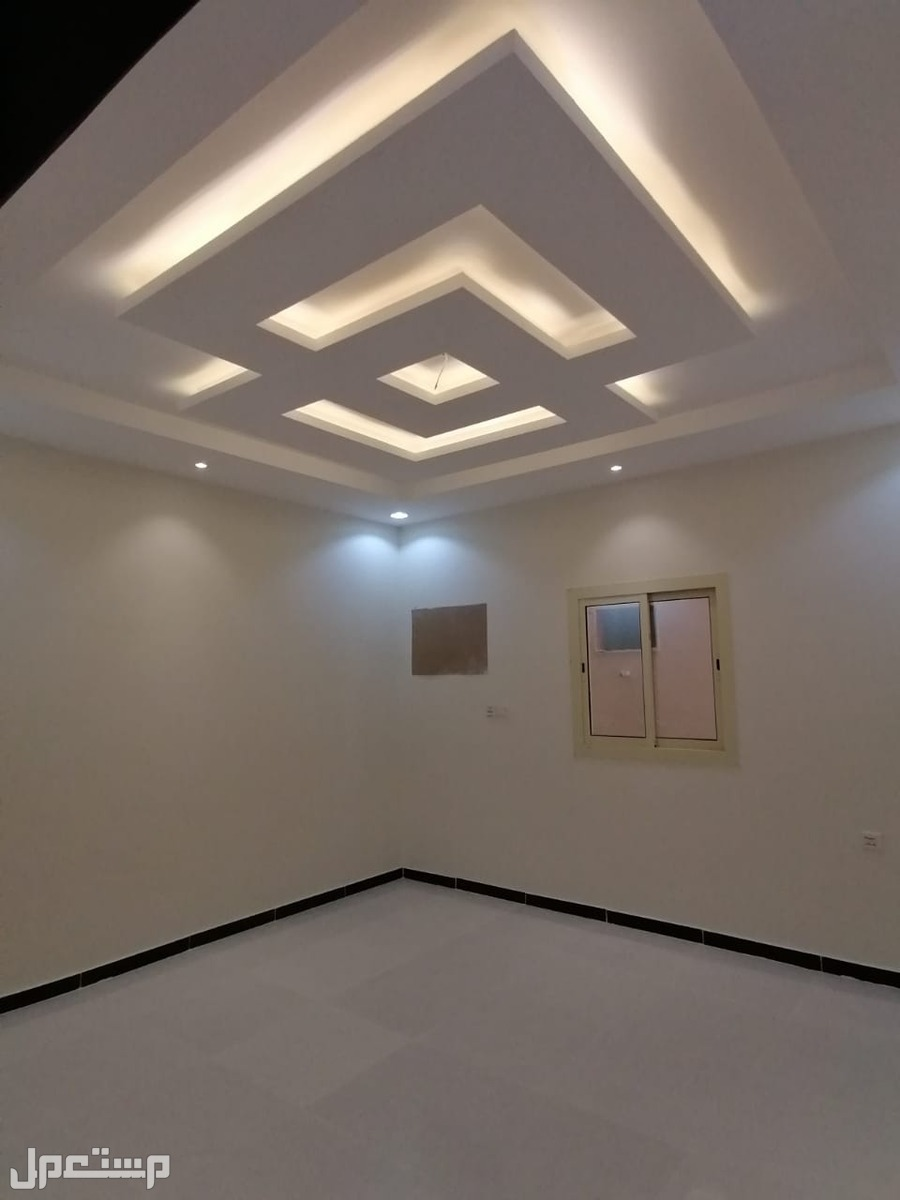 شقه 5غرف بمنافعها للبيع ب350 الف ريال
