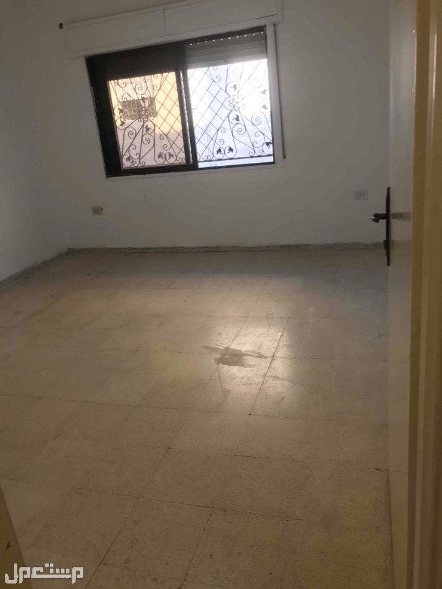 شقة للإيجار  موقع مميز  بجانب جميع الخدمات  مساحة &&$180 $$$متر أربع غرف نو
