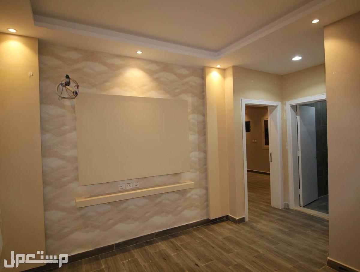شقه للبيع 4غرف اماميه مدخلين ب310 الف ريال