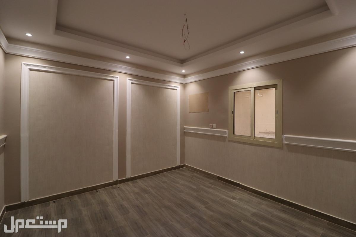 شقه 4غرف  للبيع افراغ فوري ب 370 الف ريال