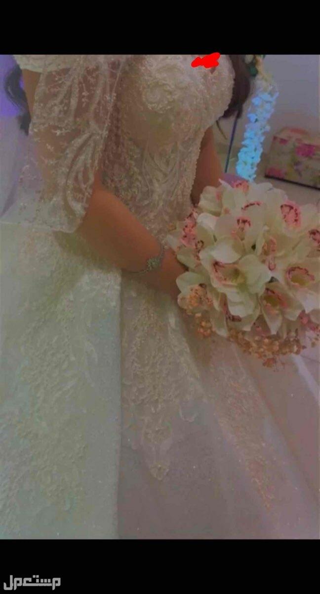 فستان زفاف نظيف وجديد