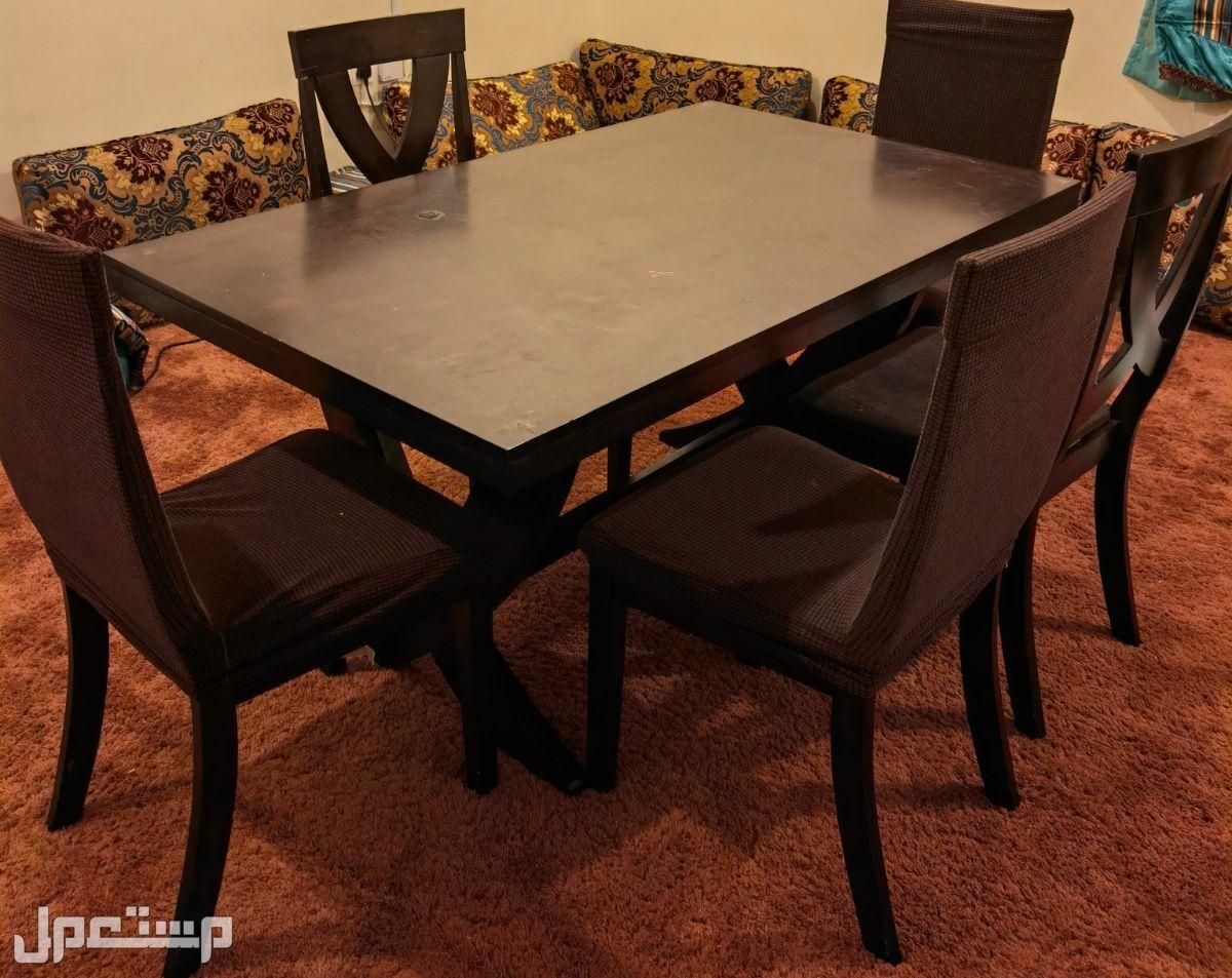 طاولة طعام مع عدد 5 كراسي