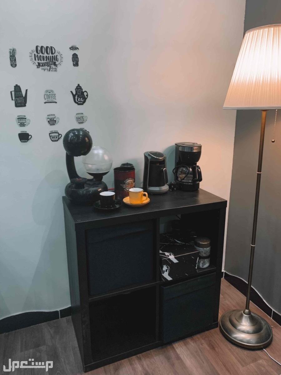 اثاث مستعمل نظيف استخدام أقل من سنة ركن قهوة
