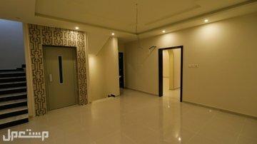 شقه5 غرف كبيره اماميه بمدخلين للبيع