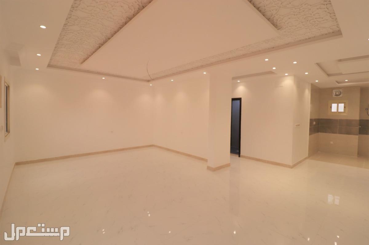 شقه للبيع 5غرف بمنافعها ب360الف ريال