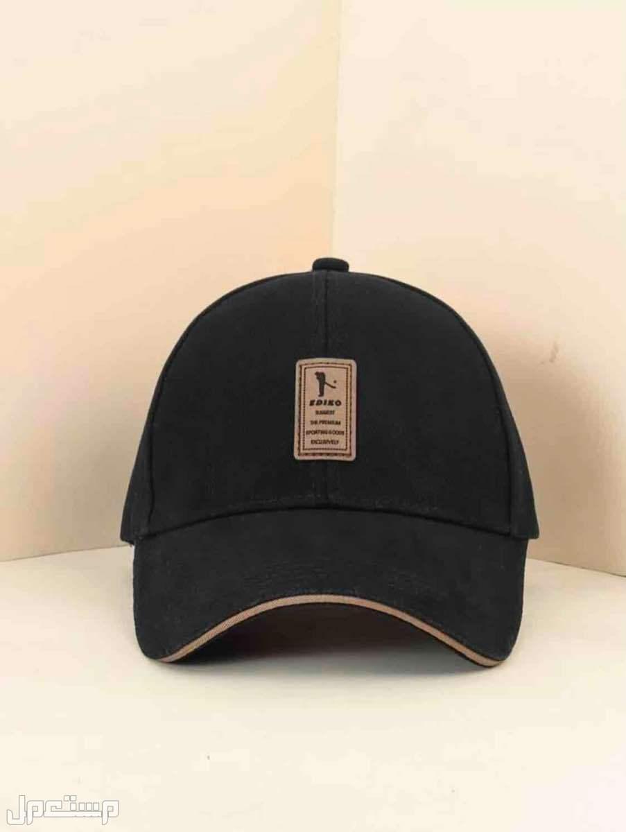 قبعه للرجال بتصميم ملصق
