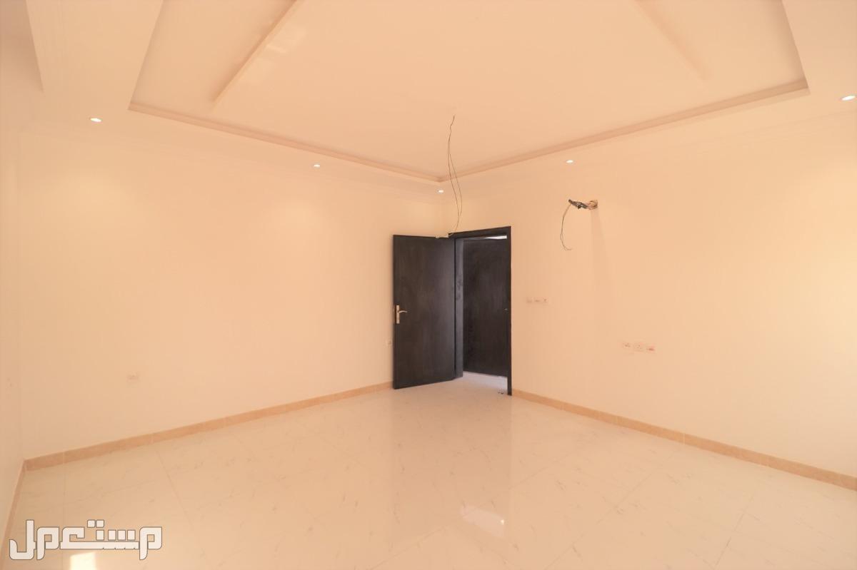 شقه للبيع 5غرف بمنافعها ب360 الف ريال