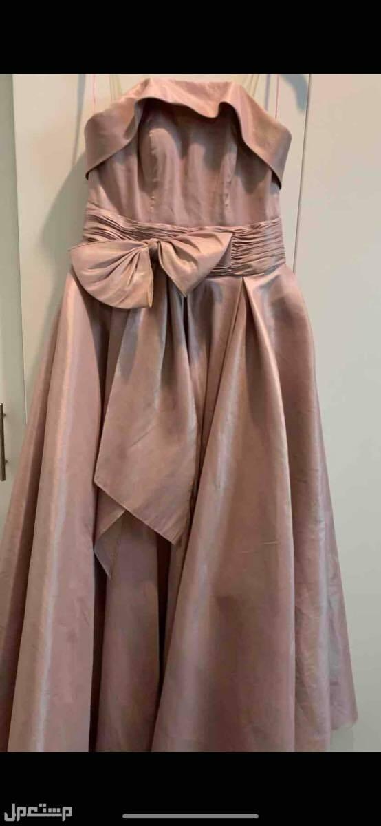 فستان للبيع استخدام مره وحده