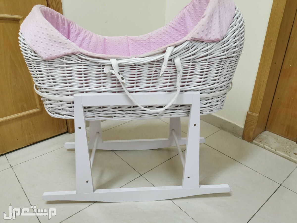 سرير هزاز للاطفال الرضع