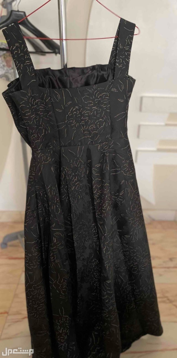 فستان مقاس M القياسات تقريباً ( الطول 134 - الخصر 72 )