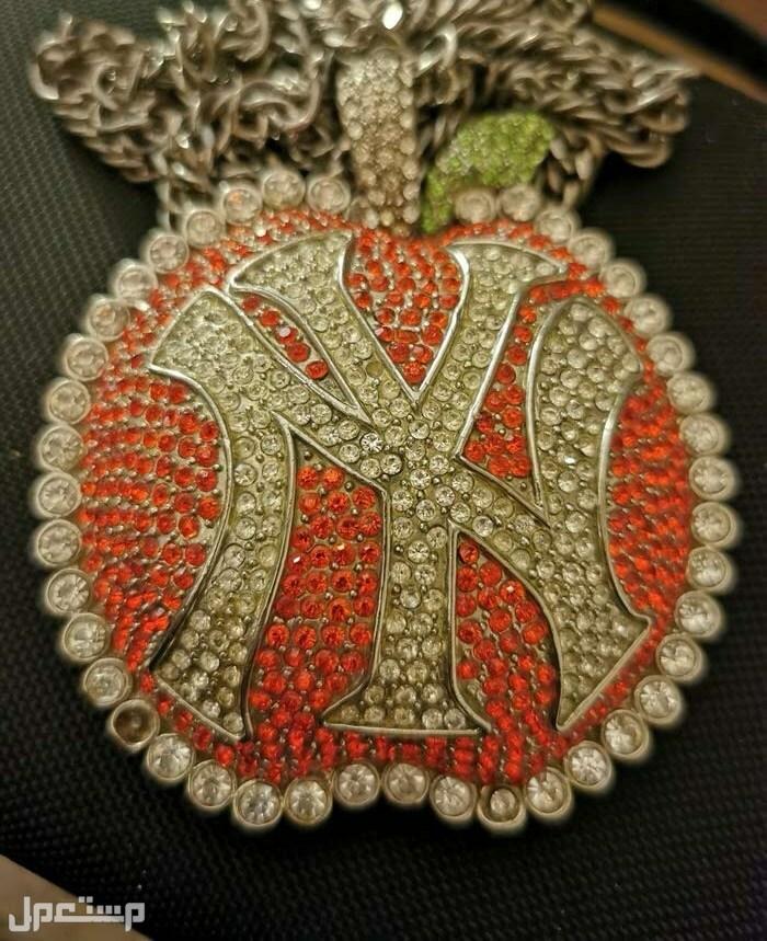قلادة شعار New York هيب هوب