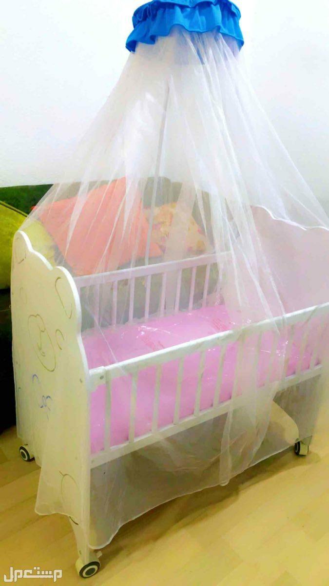 سرير اطفال شبه جديد كيس المرتبه باقي موجود