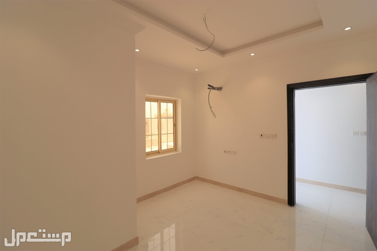 شقه للبيع 4غرف جديده بمنافعها 310 الف ريال من المالك