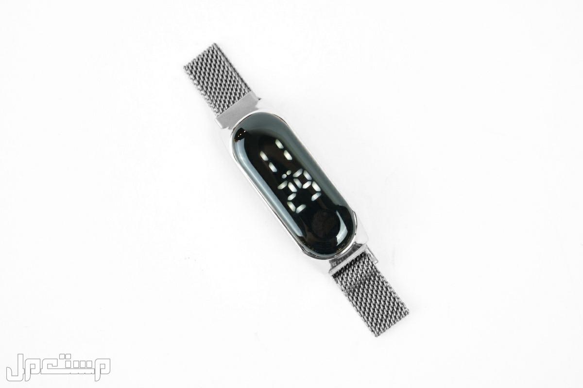 ساعة تاتش على شكل باند فضي