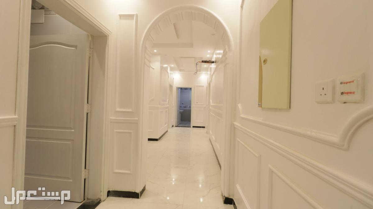 شقه 4 غرف فاخره للبيع بسعر مغري من المالك مباشر افراغ فوري
